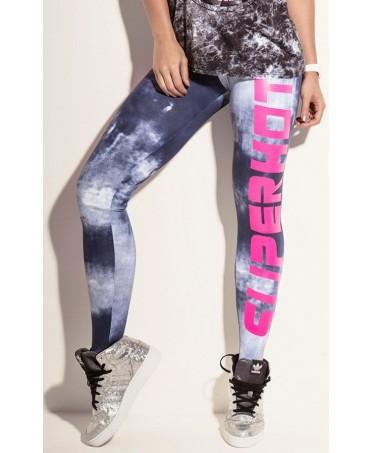leggins effetto macchiato con scritte fuxia. pantalone sportivo deciso per le più' azzardate.