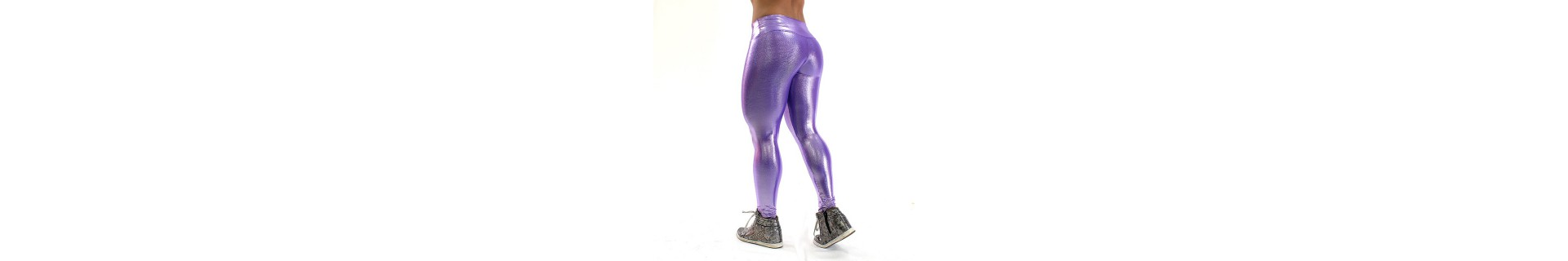 Shiny leggings. Elastic and breathable even in fake leather and latex.